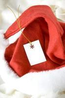 cartão em branco no chapéu de Papai Noel foto