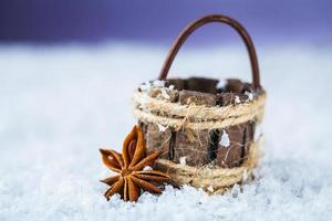 cesta com anis estrelado foto