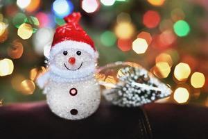 boneco de neve pequeno luzes de natal foto