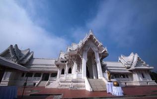 templo budista tailandês - jardim lumbini foto