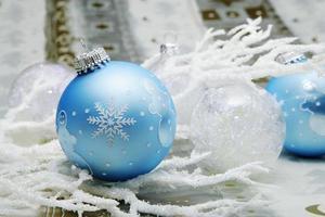 enfeites de natal com floco de neve foto