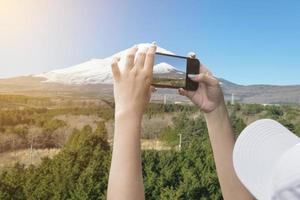 fotografando o monte fuji com um smartphone