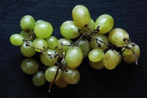 cacho de uva verde sem sementes foto