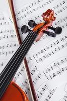 violino e notas musicais