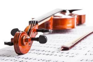 violino e notas musicais foto