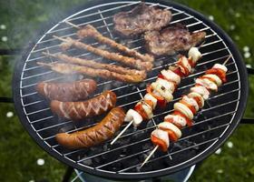 grelhar carne em chamas, jantar saboroso