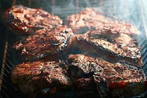 espetos de carnes grelhadas, churrasco