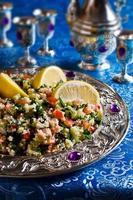 salada com cuscuz e legumes