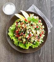 salada de tabule com bulgur e salsa.