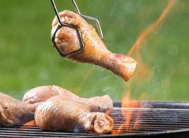 coxa de frango grelhado pegando fogo