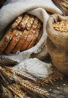 baixo de pão multi-grão, grão e trigo