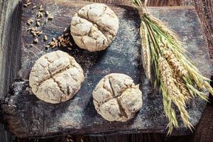 deliciosos pães com grãos inteiros