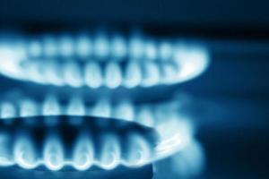 vista de perto em dois queimadores de fogão (tons de azul)