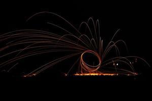 iluminação de pintura: círculo pintado por fogo à noite