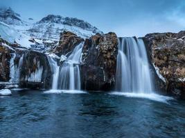 cachoeira kirkjufellsa e kirkjufell, islândia