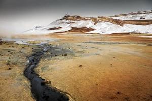 área vulcânica ativa geotérmica námaskarð no noroeste de icelan foto