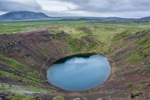 kerid, lago da cratera vulcânica. Islândia foto