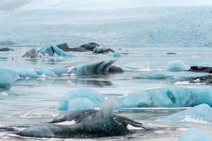 jökulsárlón é um grande lago glacial no sudeste da Islândia foto