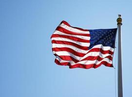 bandeira americana balançando na brisa foto