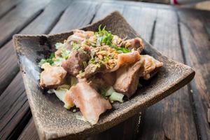 macarrão de porco sopa picante estilo tailandês, tom yum
