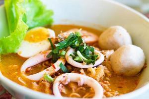 sopa de macarrão de arroz