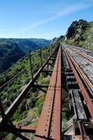 velha ferrovia na ponte foto