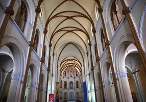 Catedral de Notre Dame dentro da Basílica de Saigon, Vietnã foto