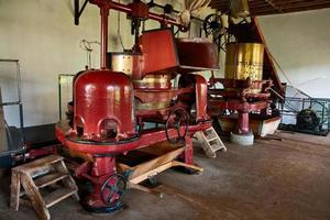 máquina velha em pequena fábrica de chá