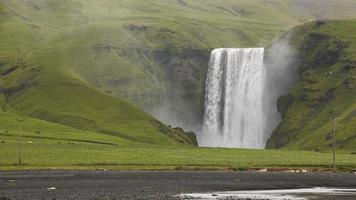 Islândia. área sul. Cachoeira de Skogafoss e zona envolvente. foto