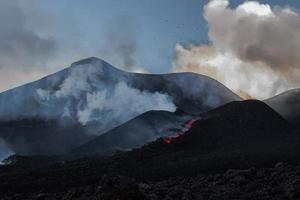 """erupção do vulcão """"etna"""" na sicília, itália"""