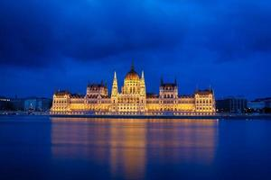 o parlamento em budapeste foto