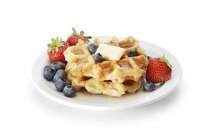 waffles e frutas vermelhas foto