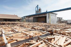 armazenamento de tábuas de madeira foto