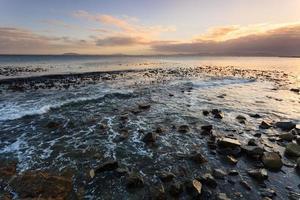 paisagem marinha e ondas na áfrica do sul foto