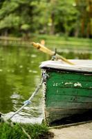 barco preso com uma corda foto