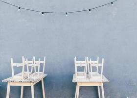 dois jogos de jantar de madeira branca