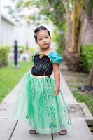 retrato de uma menina bonitinha em um vestido de princesa