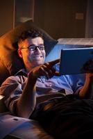 trabalho noturno em casa foto