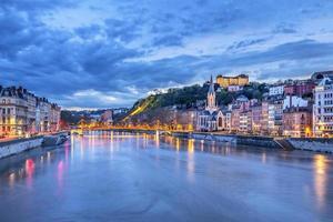 o rio saone na cidade de lyon foto