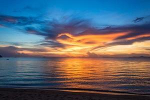 pôr do sol de verão em pataya tailândia foto