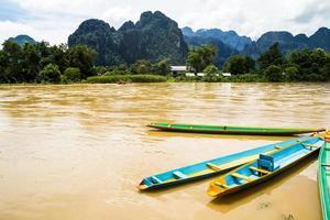 a bela paisagem de vang vieng, laos
