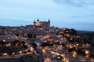 cidade velha de toledo à noite. Espanha