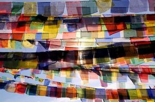 coloridas bandeiras budistas tradicionais de oração boudhanath, stupa, kathmandu, nepal