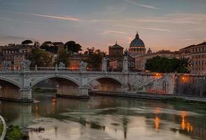 tiber e catedral de st. Peter foto