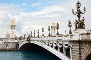 ponte pont alexandre iii em paris foto