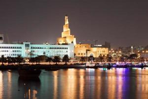 doha corniche à noite, qatar foto