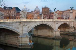 Roma - ponte vittorio emanuel pela manhã foto