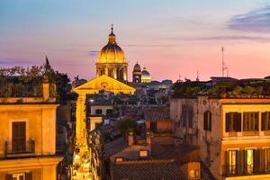 paisagem urbana de roma, itália, no pôr do sol. foto