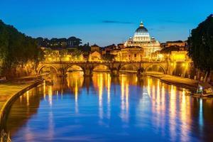 visão noturna de roma foto