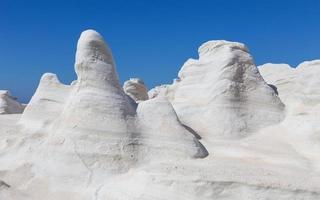 a paisagem lunar vulcânica de Sarakiniko, ilha de Milos, Cíclades, Grécia